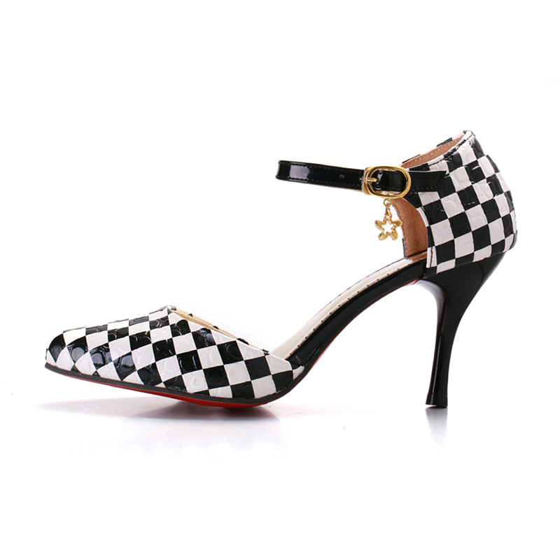 checkered petite pumps size 5