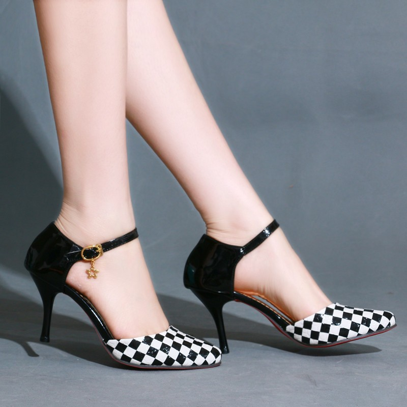 checkered petite pumps size 3