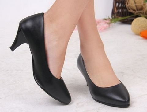 petite low heeled pumps