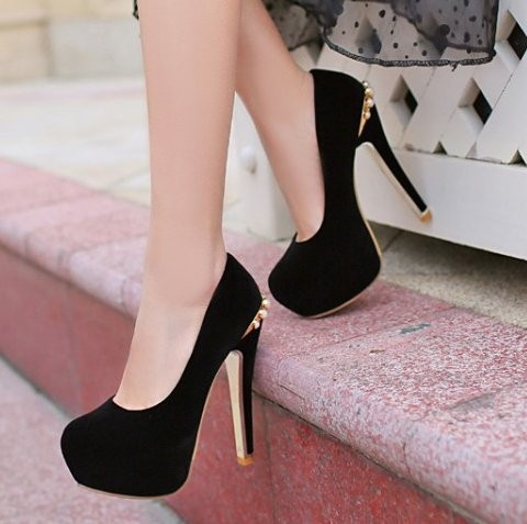 black size 5 pumps