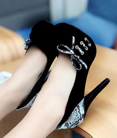 round toe bowtie petite pumps