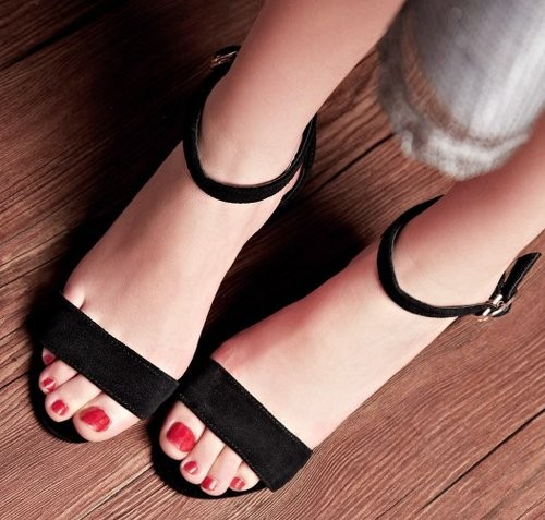 petite size 2 ankle strapped hoof heels 2017 trend